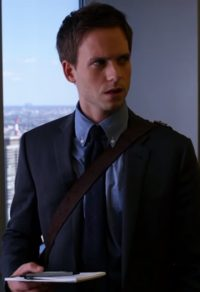 Bruine tas Mike Ross in de serie Suits