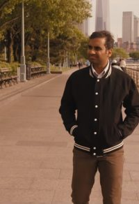 Zwart college jacket Aziz Ansari in Master of None