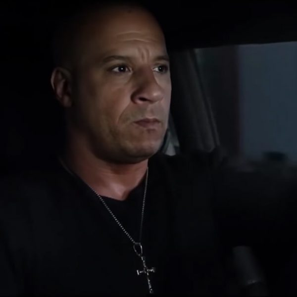 Zilveren kruis hanger Vin Diesel in The Fate of the Furious (2017)