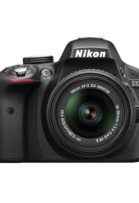 Nikon fotocamera in War Machine (2017)