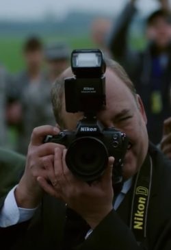 Nikon fotocamera in War Machine (2017)